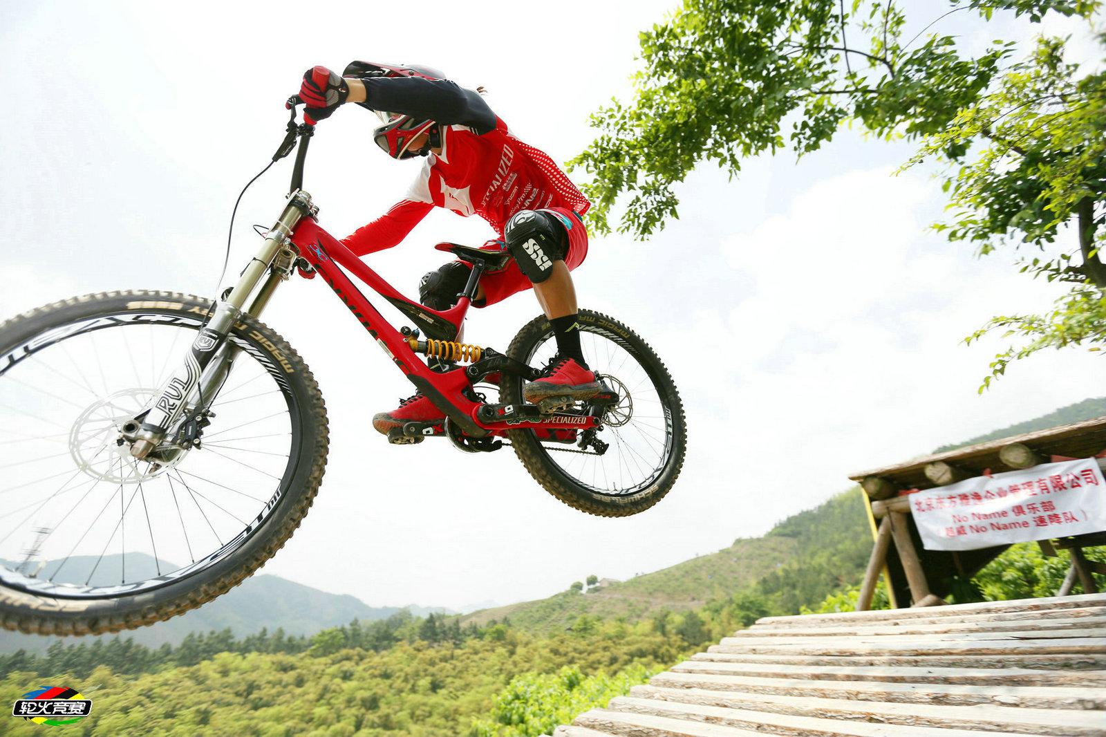 2015中国长兴第二届山地自行车速降国际邀请赛
